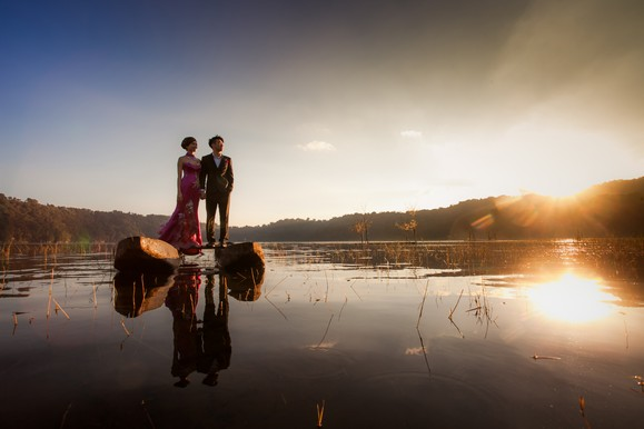 Bride and Groom on the lake in Bali